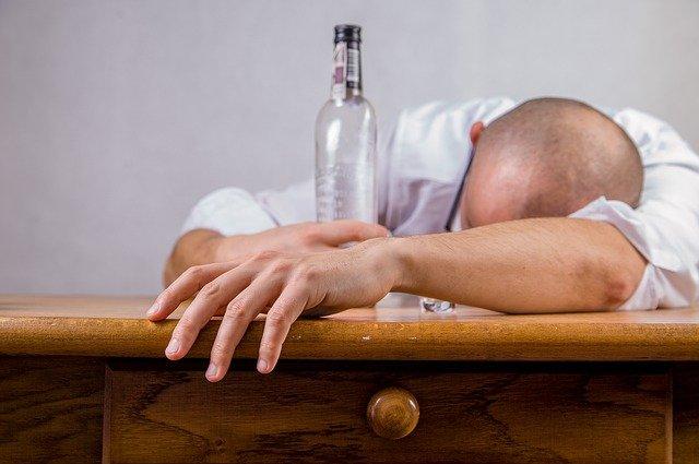メンタルヘルスコラム:コロナ禍で増える飲酒量と疾患